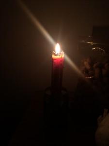 每日一句能量:一人绝不可以让自己心灵里的火熄灭掉,而要让它始终不断的燃烧。