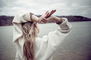每日一句能量:假如人只能自己单独生活,只去考虑自己,他的痛苦将是难以忍受的。