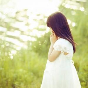 每日一句能量:人总是在接近幸福时倍感幸福,在幸福进行时却患得患失。 ——张爱玲
